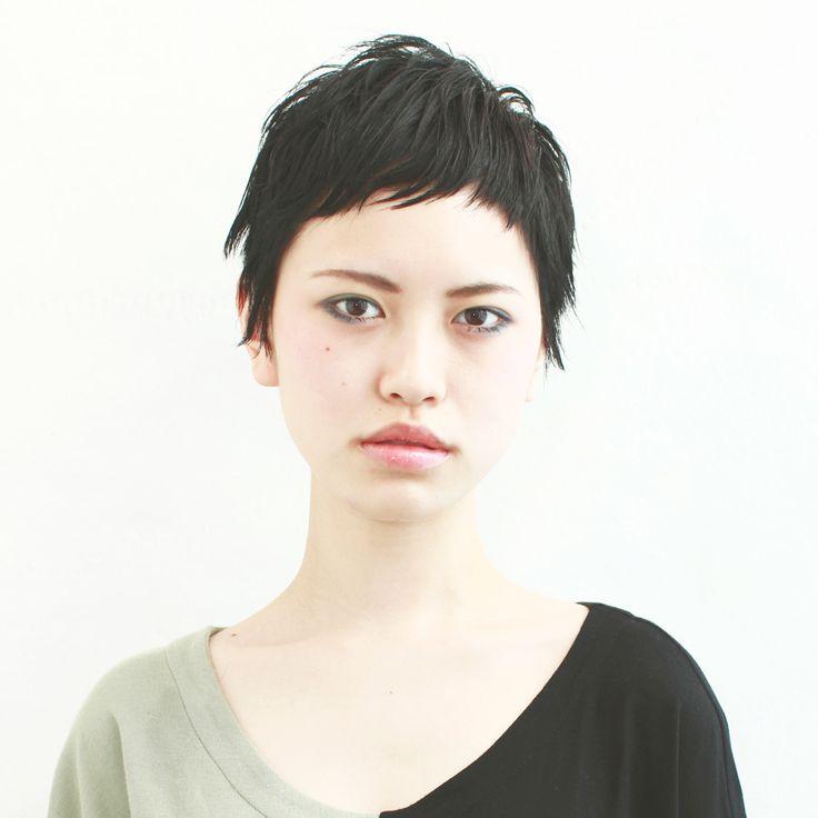 髪型/ヘアスタイル/Hairstyle/黒髪のベリーショートは、ウエットな質感でタイトに仕上げます。