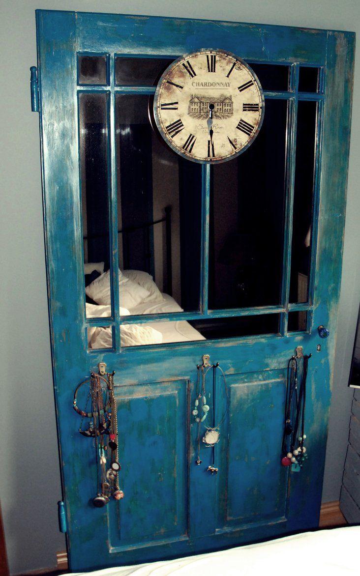 Wnętrza, Lustro w starych drzwiach - Odzyskane z kamienicy stare drzwi przemalowałam na turkusowo, poprzecierałam papierem ściernym , wstawiłam lustro i wieszaczki :). Stoją w...