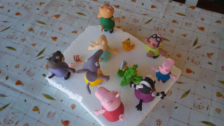 #Torta in #pdz #pastadizucchero di #Peppapig con #Peppa e tutti i suoi #amici #cakedesign, particolari delle #code