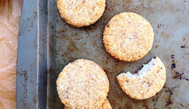 2 Ingredient Banana Coconut Cookies via @freshplanetflvr
