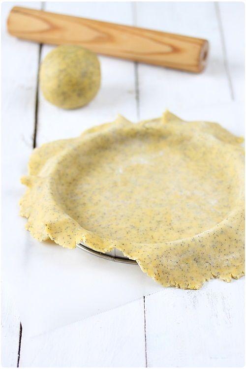 Pâte sablée aux graines de pavot et miel (280g de farine t45 ou t 55 50 g de miel 1 oeuf 125g de beurre en dés 30 g de graine de pavot  1 h au frigo )