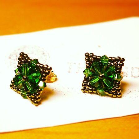Swarovski crystals http://thebigday.ro/