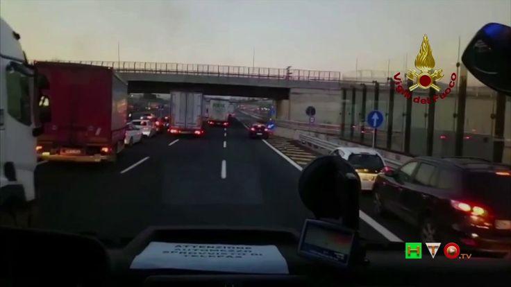 Vigili del Fuoco - Firenze - Incendio auto in autostrada A1, km 288 dir,...