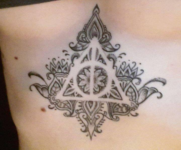 Deathly Hallows Tattoo... Stupendo! Il più bello che abbia visto sul tema