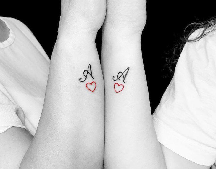 15 Disenos De Tatuajes Perfectos Para La Muneca Y Su Significado Tatuajes En Pareja Pequenos Disenos De Tatuaje Para Parejas Mejores Tatuajes Para Parejas