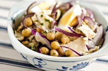 Salada de Bacalhau com Grão de bico