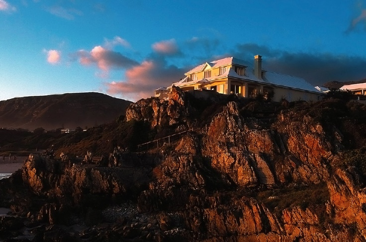 Build in 2003 on a cliff in Hermanus, lies Birkenhead House Luxury accommodation. In season (May - November) you will see plenty of Southern Right and Bryde whales frolocking in the ocean at your doorstep!