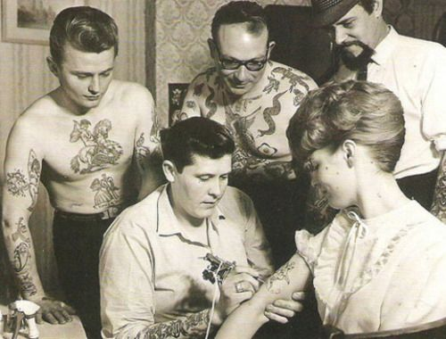 I love this!!!!    1950s tattoo session.