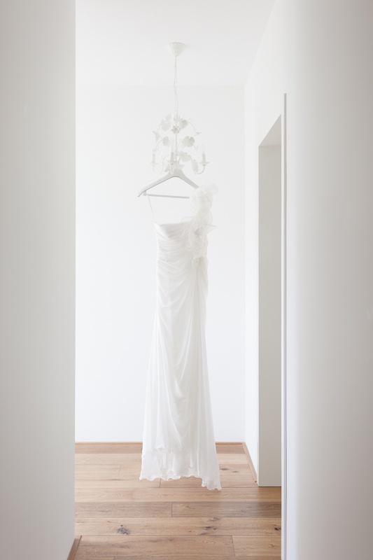 Trouwjurk Jody, foto: Arno Hoogwerf #wedding #dress #hanging
