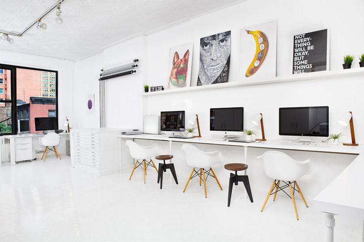 Sagmeister/Walsh studio space  mesa com setup para fotografar + arquivo em baixo