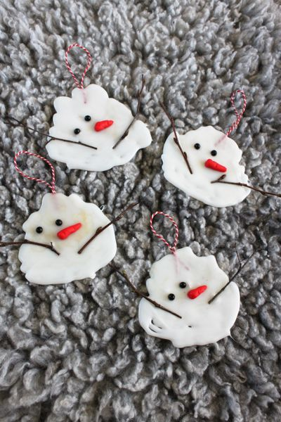 melted snowman ornaments made from hot glue, twigs, beads, clay carrots (use Google translate on the blog tutorial unless you're fluent in Swedish)