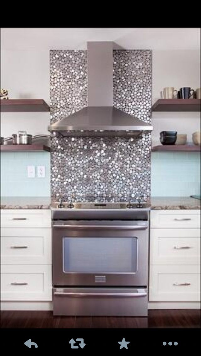 Glittery kitchen tiles. What can I say?? It's sparkly and I love it!!!!