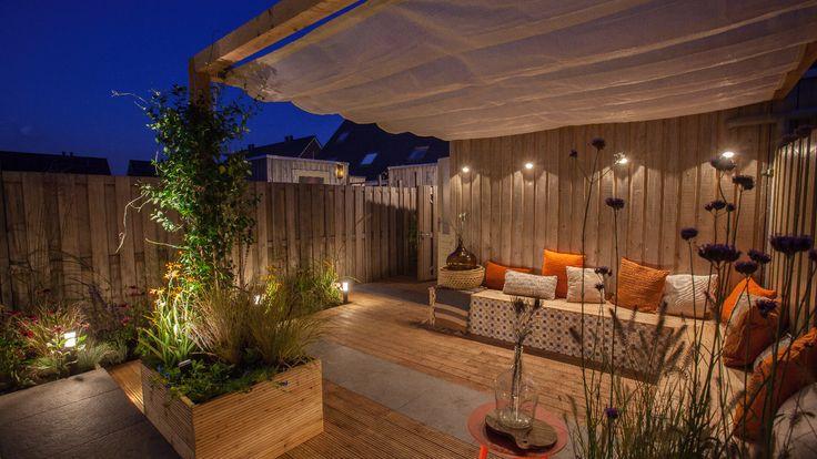 Overkapping | Buitenleven | Eigen Huis & Tuin | Wandlamp BLINK DARK | Staande lamp LIV LOW DARK | vlonder | LED tuinverlichting