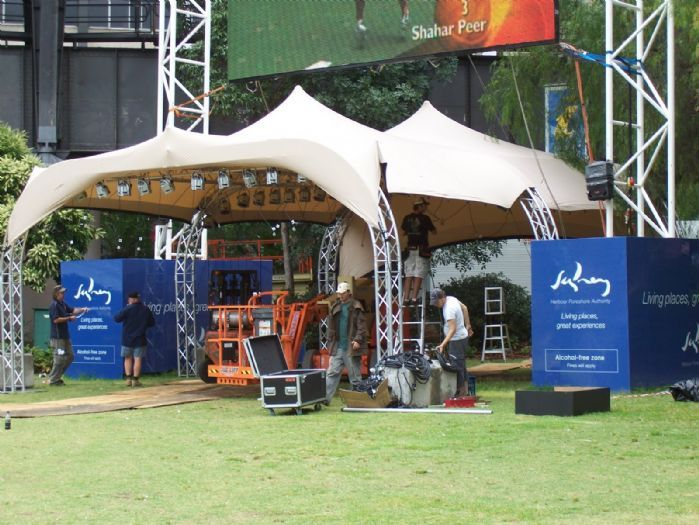 Stretch tent stage