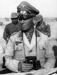 Erwin Johannes Eugen Rommel. Conocido como el Zorro del Desierto por su habilidad como comandante de las fuerzas alemanas en Africa entre 1941 y 1943. Fue el general nazi más famoso, no solo por sus proezas militares, sino también por su caballerosidad con sus adversarios. A lo largo de servicio, nunca fue acusado de crímenes de guerra. WWI
