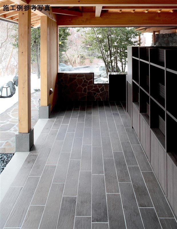 屋外床・水周りにも使用できる古木のような床タイル!サイズは600×150mm、カラーは落ち着いたダークブラウン!紫外線による褪色もなく、木目の美しさが楽しめます♪【ナチュラル調屋外床タイル】&nb…