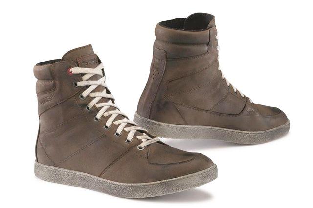 L'azienda veneta presenta una calzatura tecnica da moto dalla linea inedita e dal design originale.
