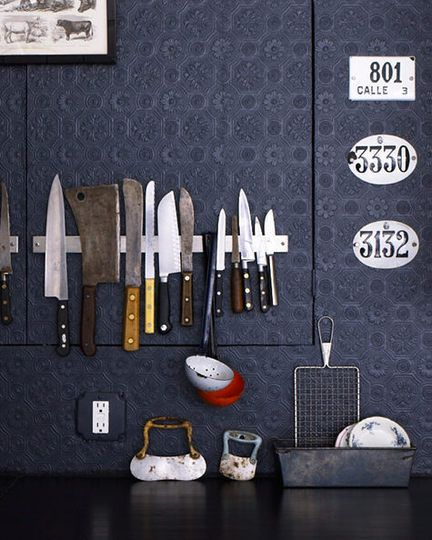 Love the knife display. Will do once I have my own kitchen.