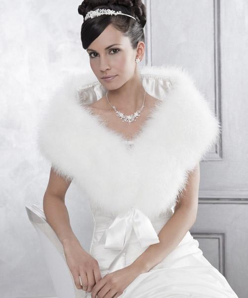 A luxury bridal stole at www.konstantinostsigaros.gr