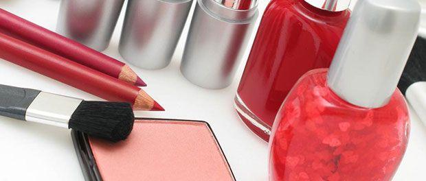 Machiajul si produsele cosmetice sunt de nelipsit din portofoliul de frumusete al femeilor moderne. Pe langa efectele vizuale, cosmeticele au insa si numeroase efecte de protectie...