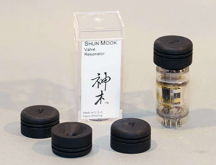 Shun Mook Audio Signal Tube Resonators set of 4  for sale. The Shun Mook Mini Valve Resonators (VR) are designed to enhance the performance of miniature electron tubes. The main function are: - Reduces total harmonic distortion - Damping of tube glass reso...