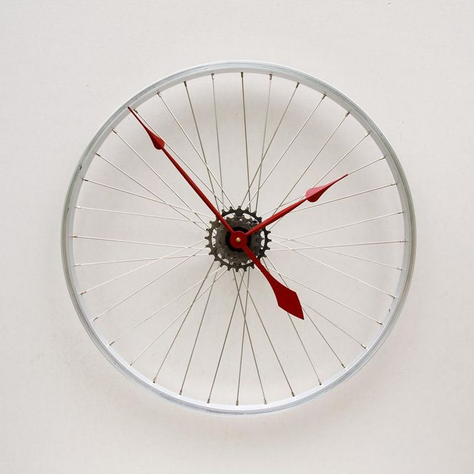 25 Ideas of How to Recycle Old Bicycles Wisely   http://www.designrulz.com/product-design/2012/08/25-ideas-of-how-to-recycle-old-bicycles-wisely/