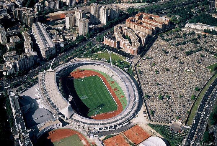 Le stade Sébastien-Charléty est un complexe omnisports de Paris, comprenant un stade d'athlétisme, de football et de rugby d'une capacité de 20 000 places1, un terrain de football, une salle omnisports (salle Charpy) de 1 500 places, des salles spécialisées (musculation, gymnastique, dojo), huit courts de tennis et des courts de squash. Il abrite également la Maison du sport français, avec les bureaux du Comité national olympique et sportif français et la Fédération française d'athlétisme.