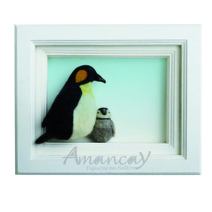 Pingüino emperador con su pichón. Felt penguin
