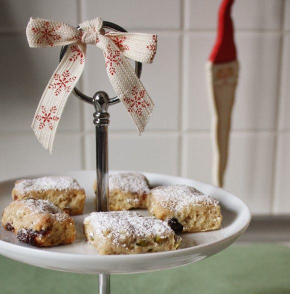 """Im letzten Türchen meines diesjährigen Adventskalenders habe ich für Euch """"Quarkstollen-Konfekt mit Pistazien und Cranberries"""" . Zeit f..."""