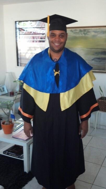 Probando mi toga para la graduación de Maestria