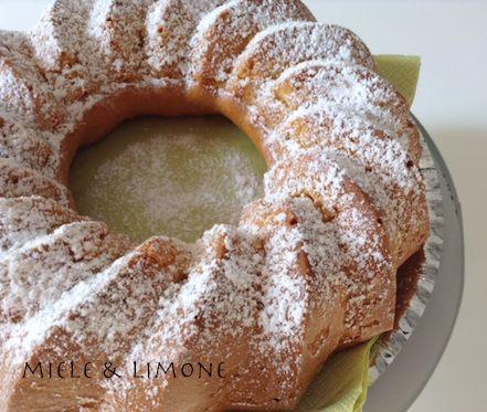 ...Ciambella al miele e limone...INGREDIENTI: (stampo ∅ 24 cm.) 180 gr farina 00 20 gr fecola di patate 2 uova 100 gr di miele al limone (in alternativa mil