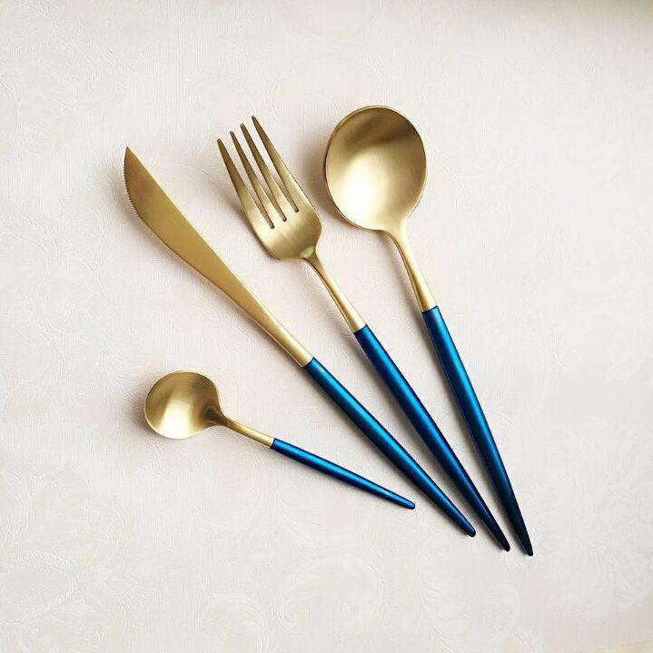 Купить товарДля домашнего использования 4 шт./лот Высокое Качество Нержавеющей Стали Столовые Приборы Набор Королевский Стиль Нож, Вилка Ложка Столовая Посуда Набор в категории Столовые сервизына AliExpress. Home use 4pcs/lot High Quality Stainless Steel Flatware Set Royal Style Fork Knife Spoon Table Dinnerware Set USD 19.99/