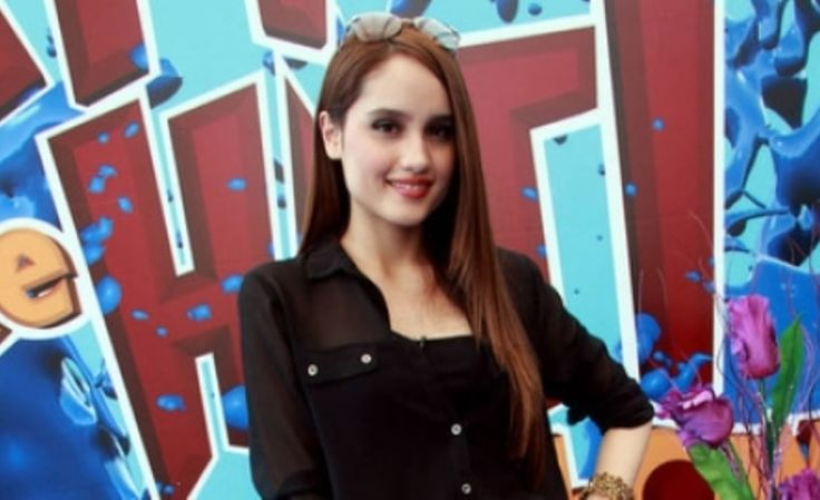 Perjalanan Cinta Laura Di Hollywood Terhalang Warna Rambut - http://www.rancahpost.co.id/20151248541/perjalanan-cinta-laura-di-hollywood-terhalang-warna-rambut/