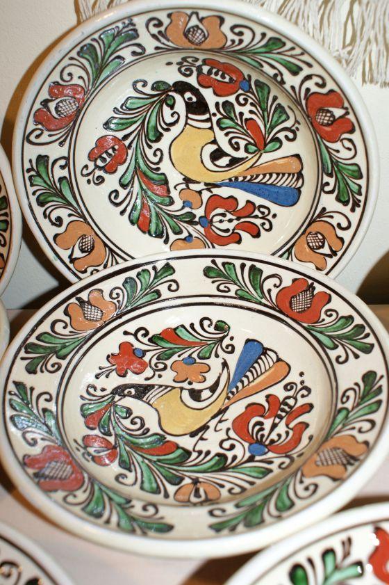 Farfurie ceramica adanca, de la Corund, cu pasari si flori