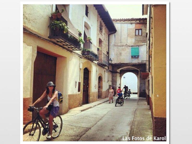 Calles y personas.  #calles #verano #paseo #punentes #bicis