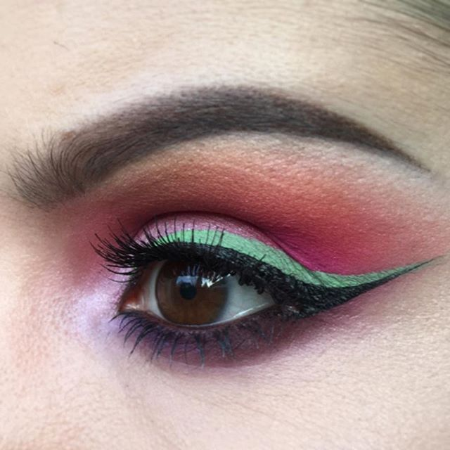Close up of this colourful look. Eyeshadows are @sugarpill Dollipop, @viseart dark mattes (lightest orange, red based purple), & bridal satin (pale pink, brightest purple). Liner is a mix of @kryolanofficial in Aqua & Sunshine, & @bourjois_uk clubbing liner intense (black). #brightmakeup #ilovemakeup #wakeupandmakeup #wingedeyeliner #graphiceyeliner #sugarpill #viseart #kryolan #bourjois #greeneyeliner
