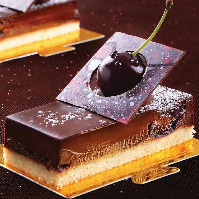 Look carefully... and give a name for this beautiful cake... #tulipchocolate #chocolatecake #chocolovers