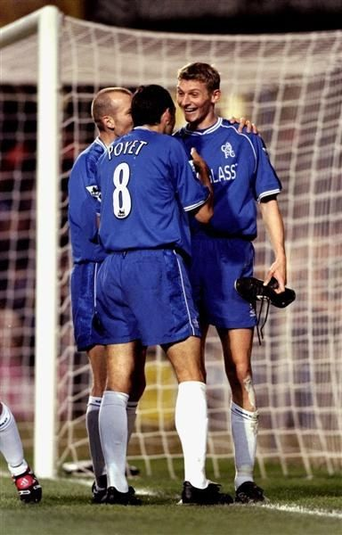 28 November 1999: CHELSEA celebrate TORE ANDRE FLO's goal against Bradford City in the FA Carling Premiership match at Stamford Bridge. CHELSEA won 1-0...