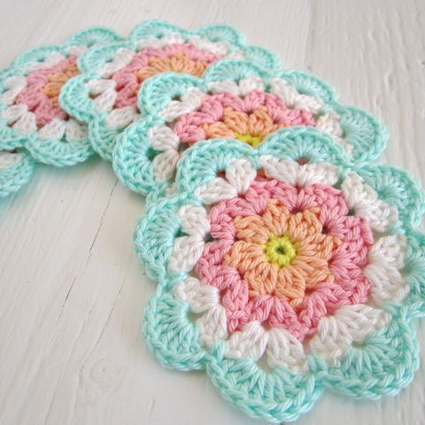 Oh Jennifer!!!!   I love these!!! Care to make them but with white centers instead of peach and yellow.  Love that blue!