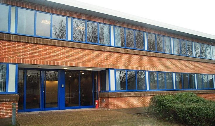 Another building that the Vanda team spray painted.  Blue window frames brought the office back some pazazz! To see more work carried out by our spray painting teams visit http://www.vandacoatings.co.uk/ #spraypaint #restore