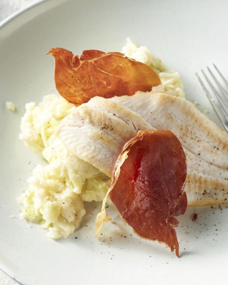 Deze preistoemp past perfect bij een stukje vis en het krokant plakje zoute prosciutto maakt het helemaal af.