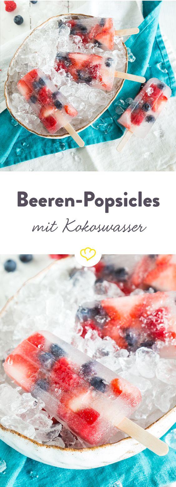 Dürfen wir vorstellen: Miss Popsicle! Mit einem Herz aus Erdbeeren, Brombeeren und Blaubeeren und einem Mantel mit karibischer Note trägt sie den Titel 'Beautiful Popsicle' zu Recht. Da wird es schon fast zur Nebensache, dass sie dank Beeren und Kokoswasser ein absolutes Superfood ist.