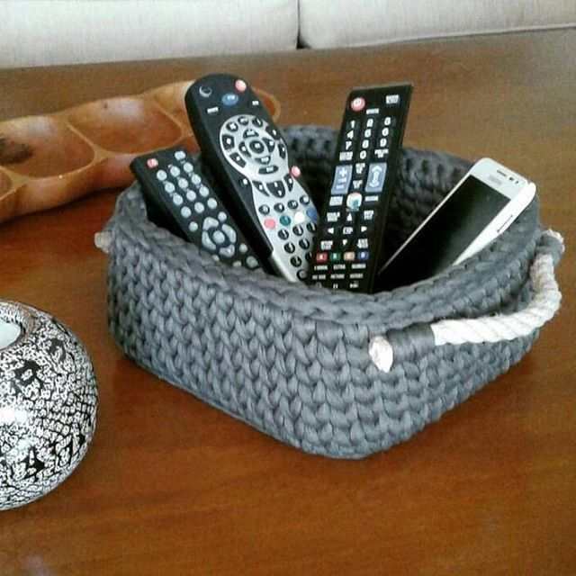 Crochet basket with rope handles