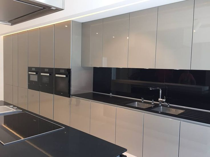 A Timelessly Modern Colour Combination   Beige And Black. A Recently  Installed Kitchen Project In. Strandhaus KüchenModerne KüchenIdeen ...