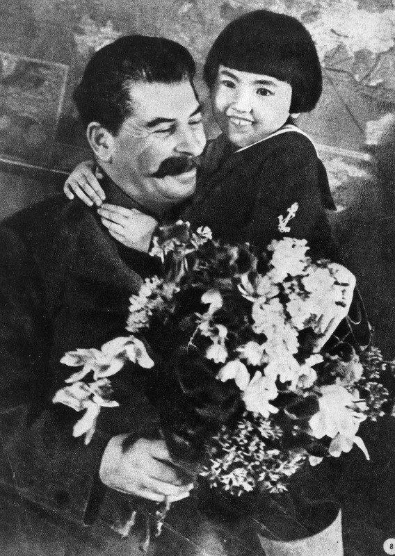 Сталин с бурятской девочкой Гелей Маркизовой, 1930-е