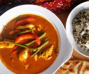 Clodagh's Chicken Curry: 115 Kcals per Serving www.weighlighter.ie