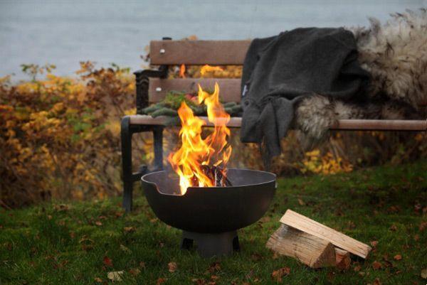 Morso Ignis vuurpot: ideaal voor op een klein terras. Met de Ignis kunt u heerlijk marshmallows roosteren.