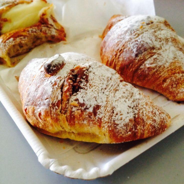 Accogliamo l'arrivo di questo #inverno facendo scorta di #calorie per combattere il #freddo ... un bel #cornetto alla #nutella è l'ideale!!  Seguici su #instagram e cerca #ricettelastminute anche sugli altri #social   #love #food #instapic #instagood #instafood #instaphoto #italia #italy #sicilia #sicily #catania #dolce #colazione #me #pictureoftheday #photooftheday