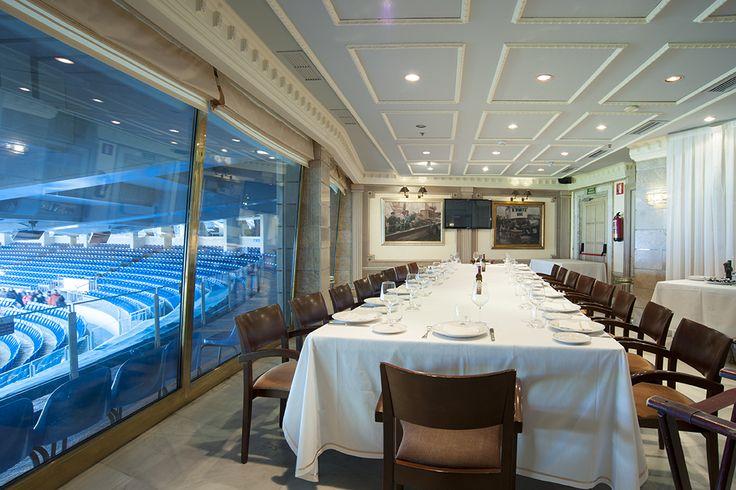 Zona con vistas al estadio santiago bernab u en el for Puerta 57 restaurante