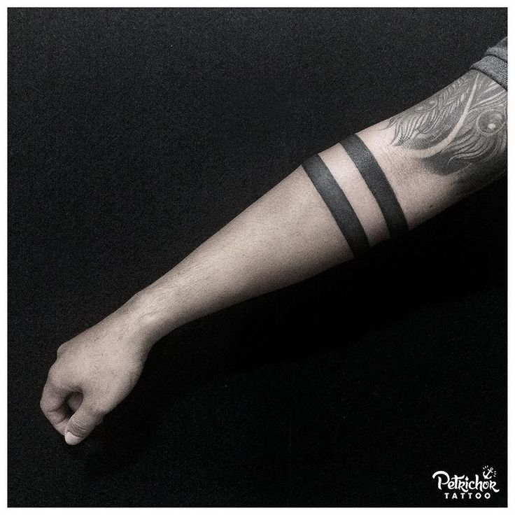 The armbands done by @annekefitrianti . . #blackbandtattoo #blacktattooart #btattooing #blacktattooing #linework #lineworktattoo #inkstinctsubmission #blackworktattoo #taot #blackworkerssubmission #tattoolife #blacktattoo #lineworks #blackworks #dotworks #occultart #blacktattoomag #inkedblaq  #tattoojogja #jogjatattoostudio #INDONESIA #blacktattooartist